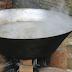 Criança morre após cair em tacho de água quente durante carneação de suíno