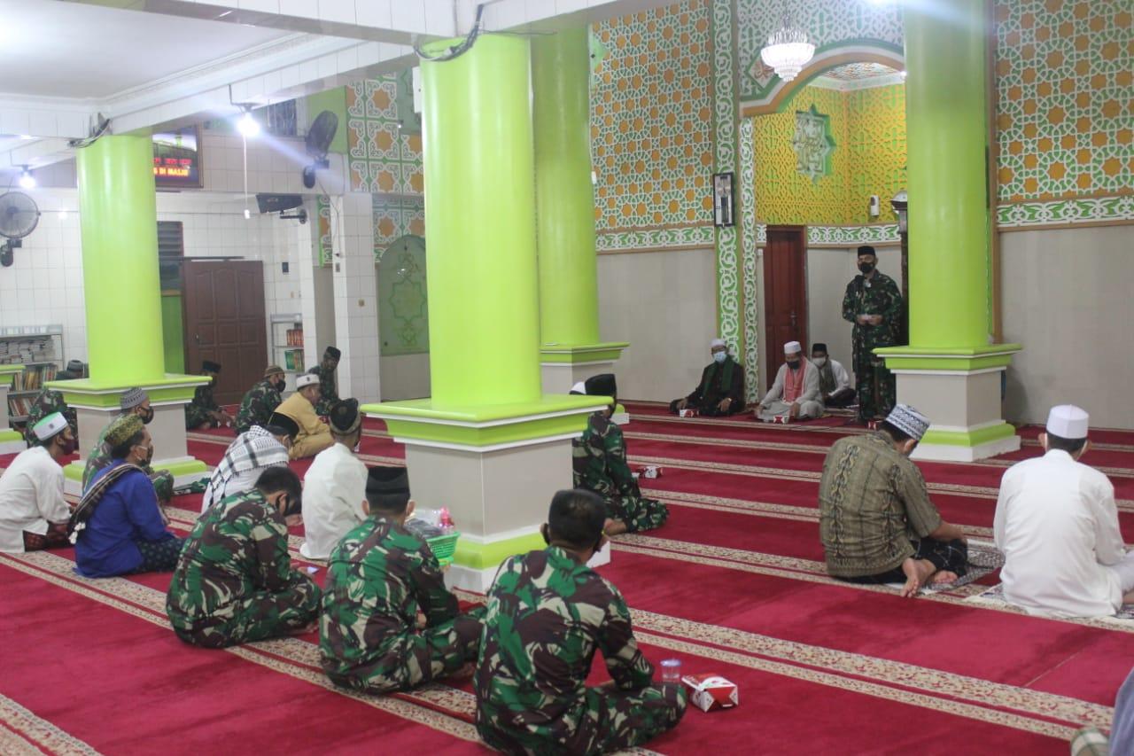 Komandan Kodim 0410/KBL Kolonel Inf Romas Herlandes, S.E.,M.Si.,M.M., menghadiri kegiatan Manunggal Subuh di Masjid Jami' Nurussa'adah