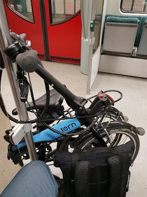 Gründe für ein Faltrad: kombinieren von unterschiedlichen Verkehrsmitteln