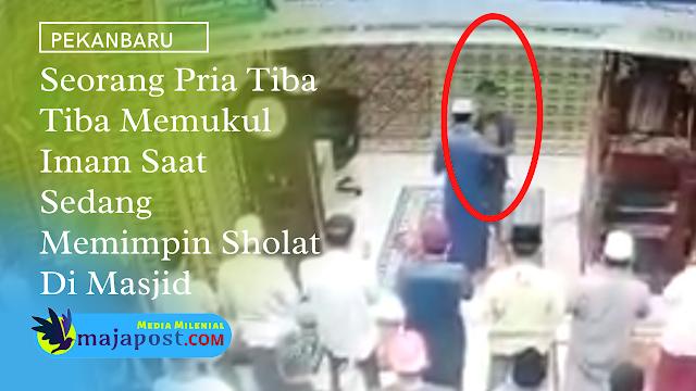 Pria Ini Tiba Tiba Memukul Imam Saat Memimpin Sholat Subuh Di Masjid