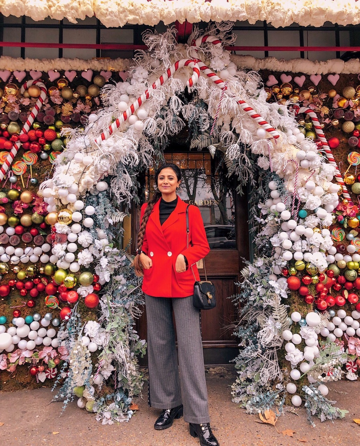 christmas in london, christmas decoration in london, christmas 2018, christmas decoration london 2018, indian blogger, london blogger, ivy chelsea garden, ivy chelsea christmas, holiday outfit, christmas outfit, london street style