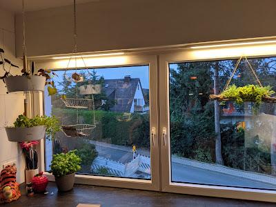 Skydrag über Fenster und Arbeitsplatte