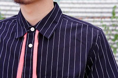 リボンシャツ着用の首元