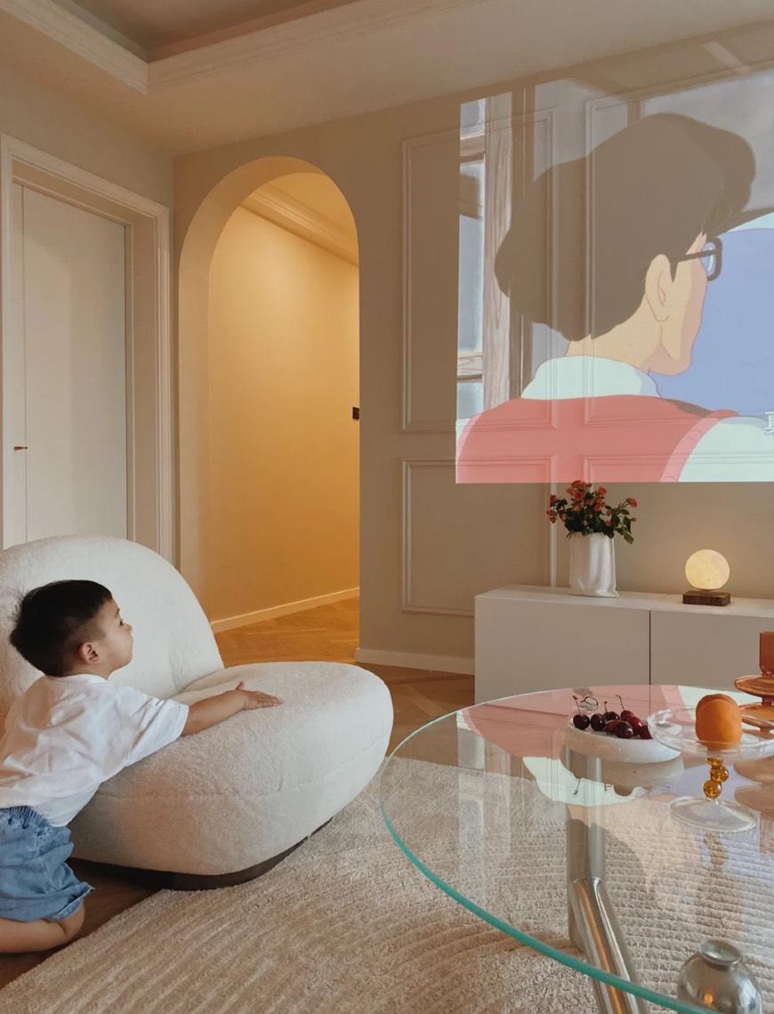 [淘寶一個家]慵懶風室內設計客廳簡約投影機代替電視保護小孩的眼睛