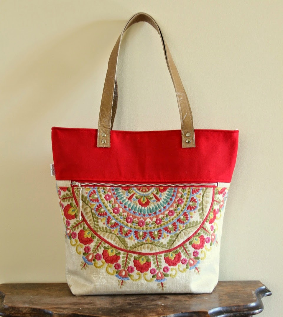 New Blue Calla - Adventures in Sewing: Pattern Review: The Caravan Tote ES91