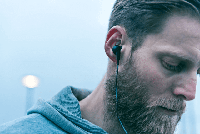 Share the headset with your friend and play two different music clips in each earpiece