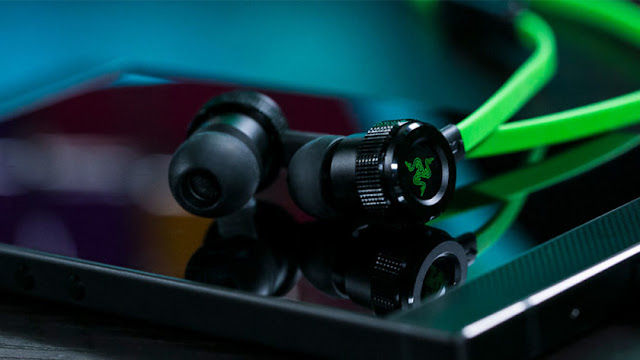 Neon Green Hammerhead USB-C Earphones from Razer looks Pretty Hot