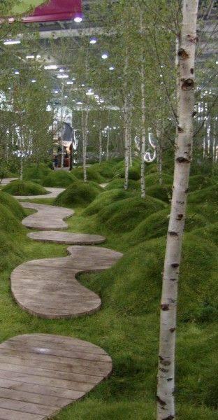 Jalan Setapak dengan kayu yang menarik