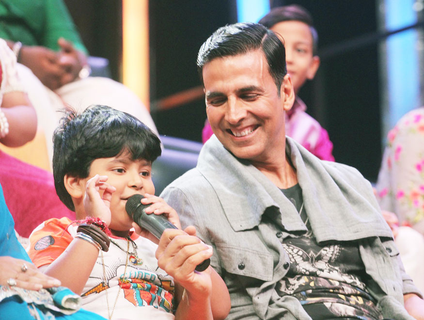 Akshay Kumar Promotes Film 'Toilet: Ek Prem Katha' on The Sets of Sa Re Ga Ma Pa L'il Champs