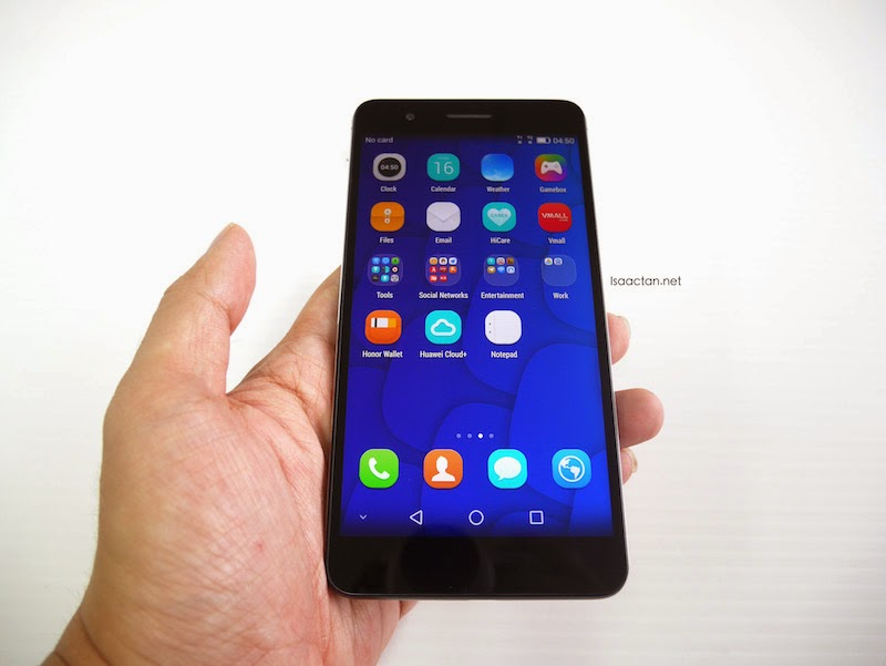 The Huawei Honor 6 Plus in my hands