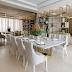 Sala de jantar neutra, dourada e bronze com painel deslizante em espelho e estante vazada!