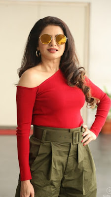50 साल की उम्र में भी इतनी जवान और खूबसूरत दिखती है ये अभिनेत्री। देखे तस्वीरें