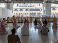 Akibat Penutupan Penerbangan Saudi, 300 Jamaah Umrah Tertahan di Makkah