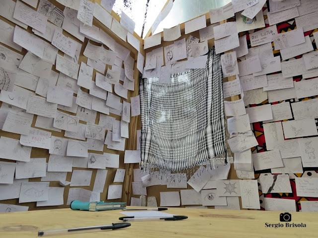 Close-up do espaço de dedicatórias e mensagens do Museu Lasar Segall - Vila Mariana - São Paulo