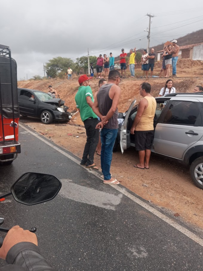 Duas pessoas ficaram feridas num acidente de trânsito em Toritama