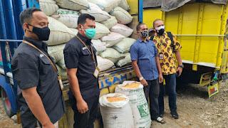 Satreskrim Polres Blitar Kawal Bantuan Jagung Dari Presiden Jokowi