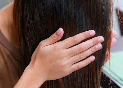 it is important to apply oil to hair every week
