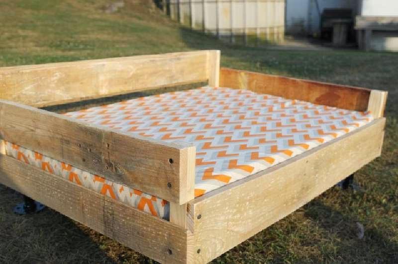 construye un cama de palets para tus mascotas. Black Bedroom Furniture Sets. Home Design Ideas