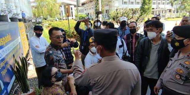 Refly Harun: Aneh! Polisi Larang Aktivis Menemui Ridwan Kamil