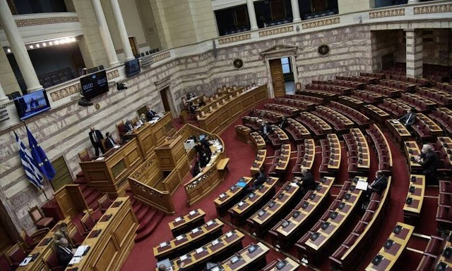 Βουλή: Ψηφίστηκε το νέο πλαίσιο για τις δημόσιες συμβάσεις
