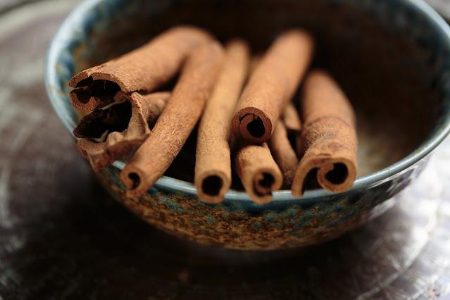 Teas to regulate menstruation