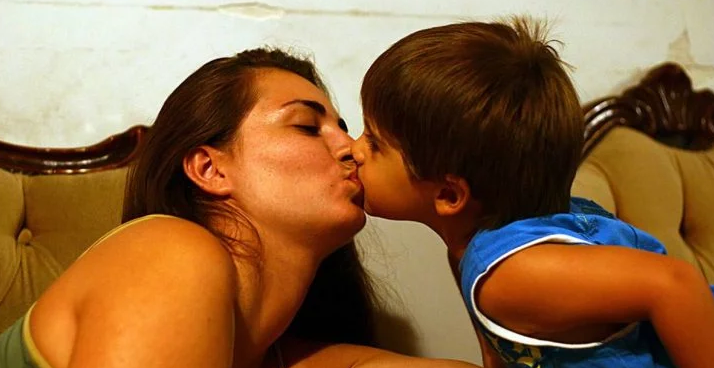 Bad News For Parents Who Kiss Their Children On The Mouth