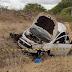 Idoso morre e 4 pessoas da mesma família ficam feridas após carro capotar na BA-120.