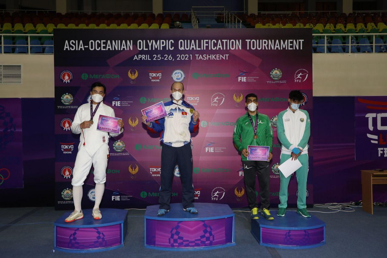 Pódio do florete masculino no pré-olímpico asiático de Esgrima