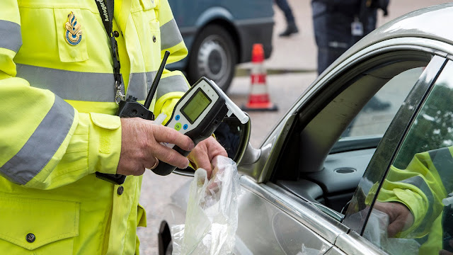 هولندا.. الكحول قد يكون سبباً في سحب رخصة القيادة والحرمان منها