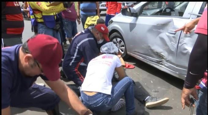 VÍDEO - Mototaxista sofre fratura ao bater contra carro em avenida em Caxias
