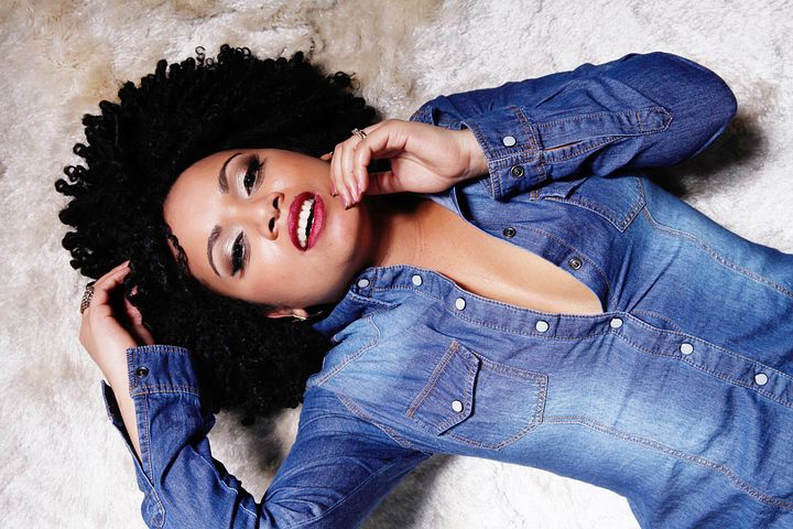 Woman on jeans on black natural hair