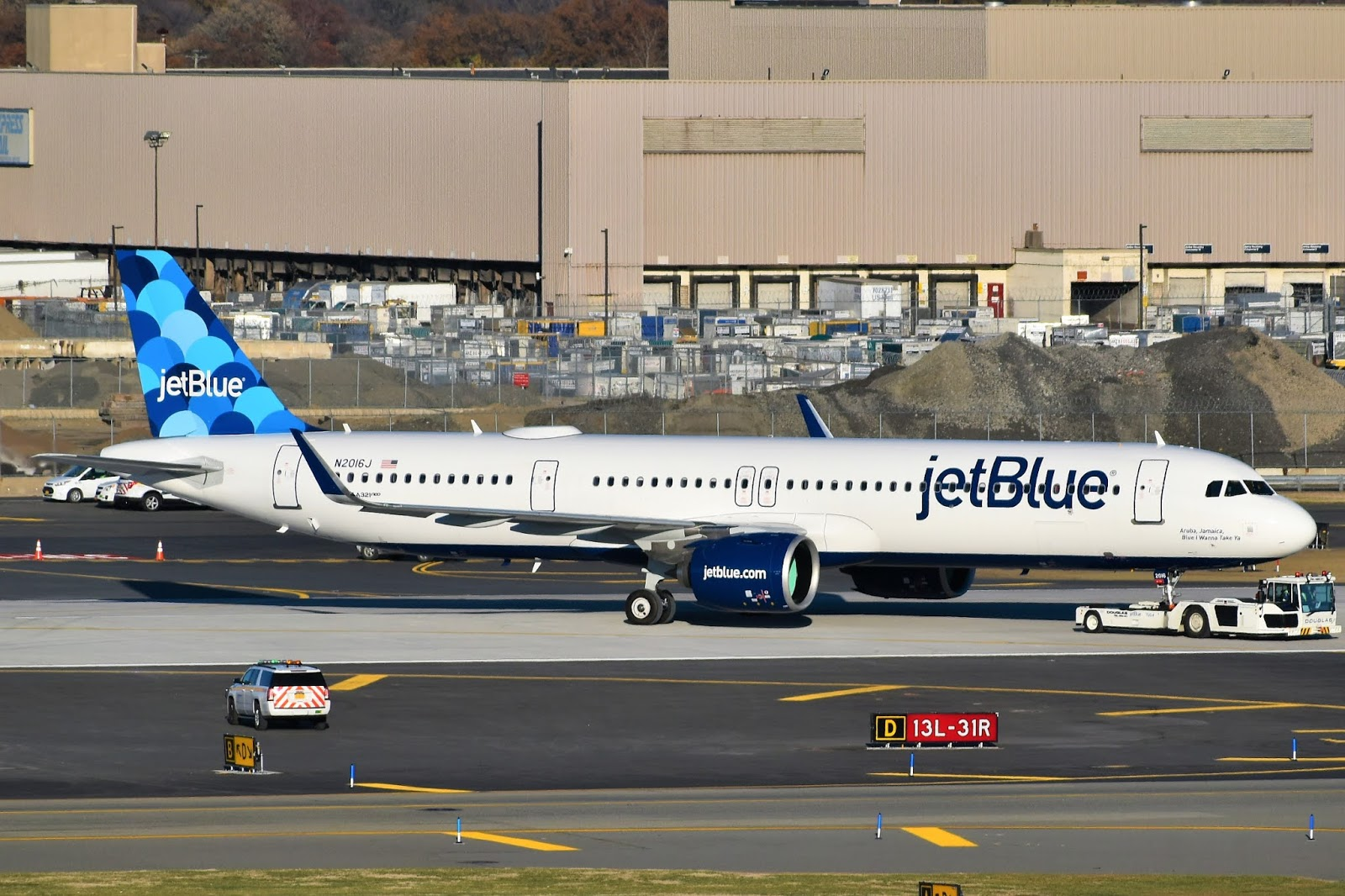 JetBlue_Airways_Airbus_A321-271NX_N2016.jpg