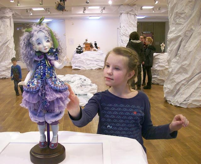 """Настя и Мальвина, на выставке авторской куклы """"Куклы. Эмоции. Чувства."""" в галерее """"Новое пространство"""""""