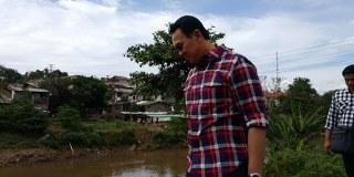Ahok memulai blusukannya hari ini dengan menyapa warga Condet dari rumah ke rumah, ahok menyatakan kunjungannya kali ini adalah untuk memantau apakah program Pemprov DKI seperti program kartu Jakarta pintar dan vaksin gratis sudah dirasakan masyarakat