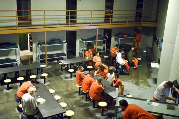 Gente inocente en la cárcel, realiza un programa de TV