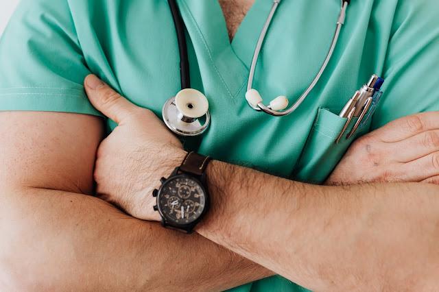 É necessário proteger dados remotos dos profissionais de saúde