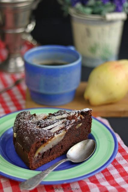 gruszki w cieście, czekoladowe ciasto z owocami, jesienne ciasto, co zrobić z gruszek, daylicooking, najprostsze ciasto czkoladowe
