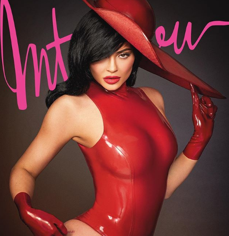 Una nueva foto de Kylie Jenner sin maquillaje tiene obsesionado a Internet