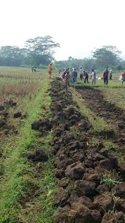 Pembangunan Jalan Lintas Desa Di Kabupaten Bandung Barat Dengan Kekuatan Swadaya Masyarakat