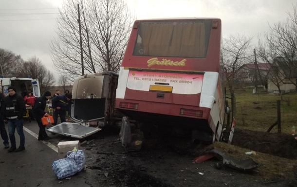 На Волині вісім людей постраждали у ДТП з автобусом