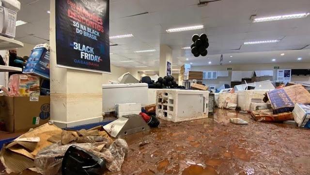 Loja da Casas Bahia é invadida por enchente em São Carlos