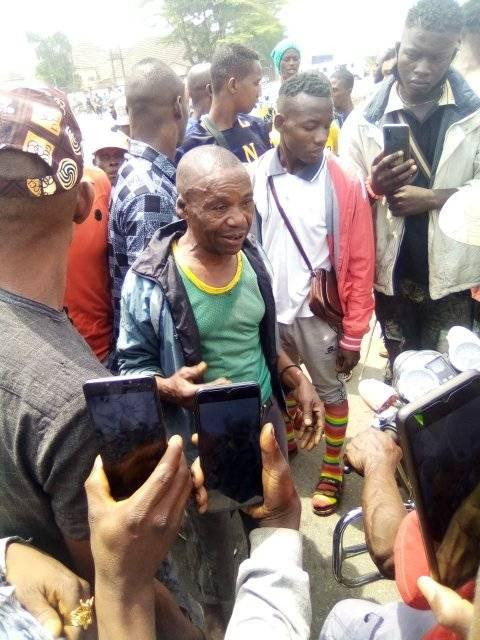 Man beaten mercilessly by angry youths in Abia community after he was caught selling a deadly poison in the market(Pictures)