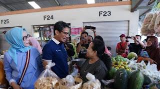 Calon Wakil Presiden Sandiaga Salahudin Uno ketika berada di Pasar Projosari Harjosari Bawen Kabupaten Semarang, Jawa Tengah pada Rabu (24/10/2018).