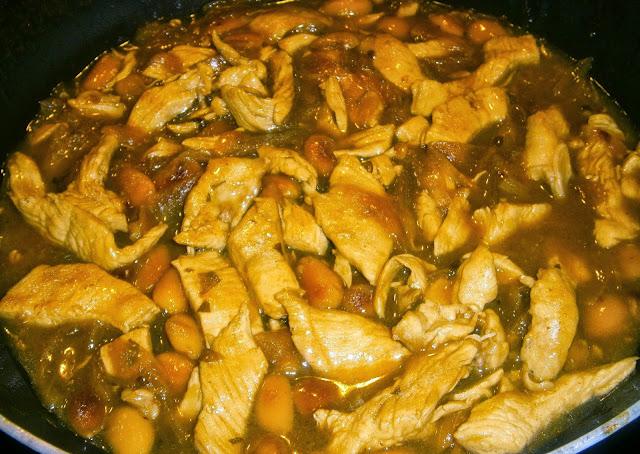 Pollo con almendras estilo chino.