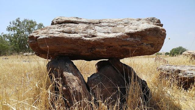Arqueólogos israelíes descubren un 'emoji' gigante en dólmenes de 4.200 años de antigüedad