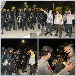 "Tinjau Unras Di Fly Over""Kapolda Sulsel Memastikan Situasi Kota Makassar Masih dalam keadaan Kondusif"