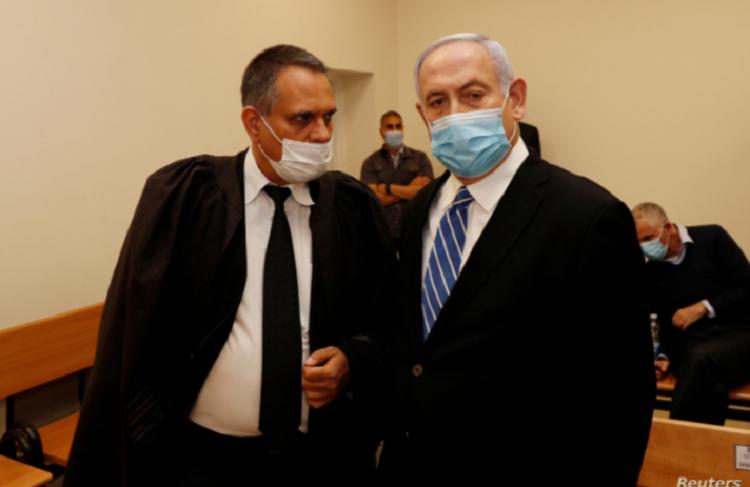 El primer ministro de Israel, Benjamin Netanyahu, usa mascarilla en la Corte de Distrito de Jerusalén donde se inició su juicio por corrupción, el domingo 24 de mayo de 2020 / REUTERS