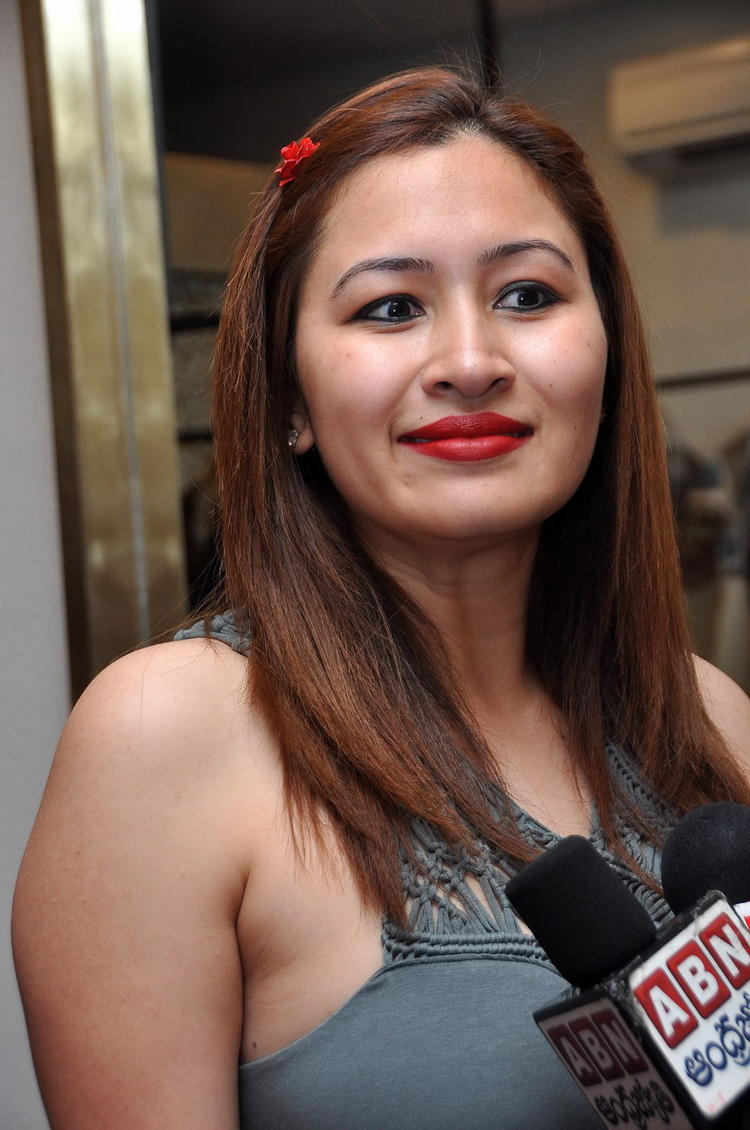 South Indian Jwala Gutta Hot And Spicy Dress - Shiner Photos-5574