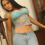Andrea Rincon, Selena Spice Galeria 34 : Blue Jean Y Blusa Con Flores Foto 39