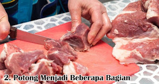 Potong Menjadi Beberapa Bagian merupakan salah satu tips menyimpan daging kurban agar tetap segar